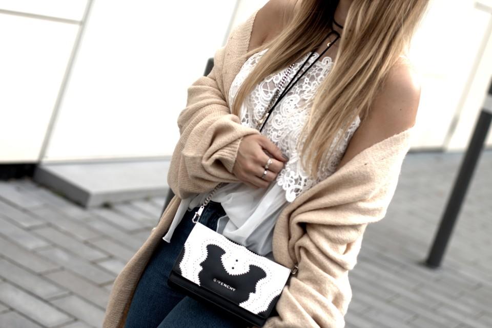http://www.fashiontwinstinct.com/wp-content/uploads/2016/08/IMG_8726.CR2_-960x641_c.jpg
