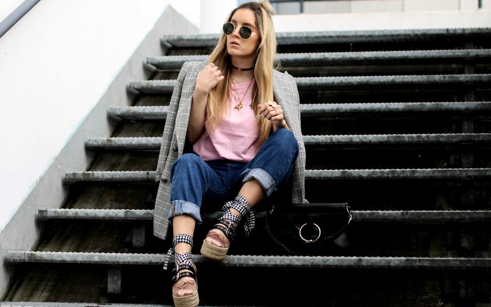 http://www.fashiontwinstinct.com/wp-content/uploads/2017/04/miu-miu-platforms-platform-ballerina-miu-miu-shoes-blogger-streetstyle-960x600_c.jpg