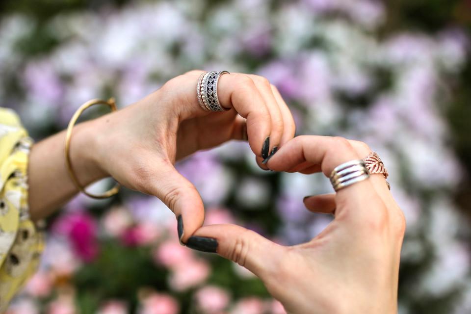 http://www.fashiontwinstinct.com/wp-content/uploads/2017/04/mothers-day-gift-ideas-muttertag-2017-geschenkideen-mothers-day-gift-guide-pandora-jewellery-theofficialpandora-960x640_c.jpg