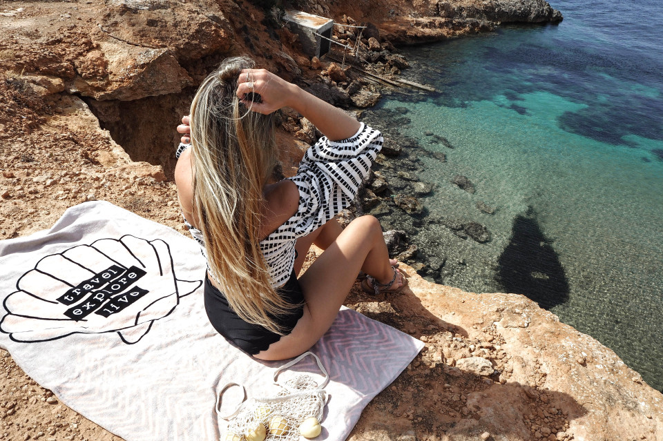 http://www.fashiontwinstinct.com/wp-content/uploads/2017/07/ibiza-2017-ibiza-travel-diary-travelblog-ibiza-most-beautiful-bays-ibiza-schönste-buchten-ibiza-tipps-1-960x639_c.jpg