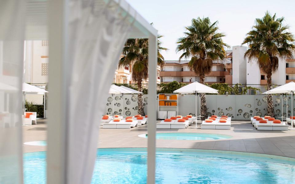 http://www.fashiontwinstinct.com/wp-content/uploads/2017/07/ibiza-sun-hotel-review-blog-travelblog-travelblogger-ibiza-hotel-bewertung-playa-den-bossa-960x600_c.jpg