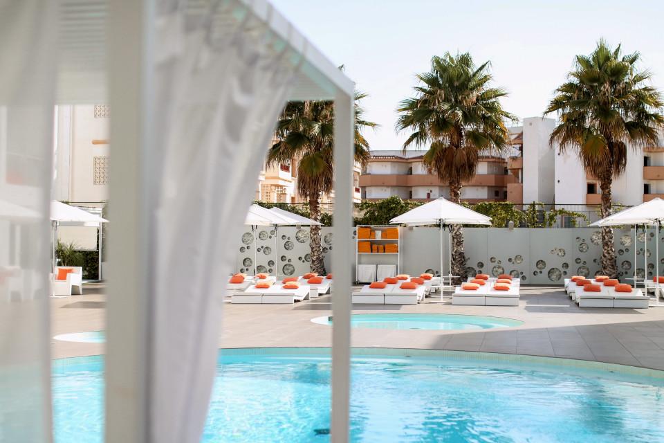 http://www.fashiontwinstinct.com/wp-content/uploads/2017/07/ibiza-sun-hotel-review-blog-travelblog-travelblogger-ibiza-hotel-bewertung-playa-den-bossa-960x640_c.jpg