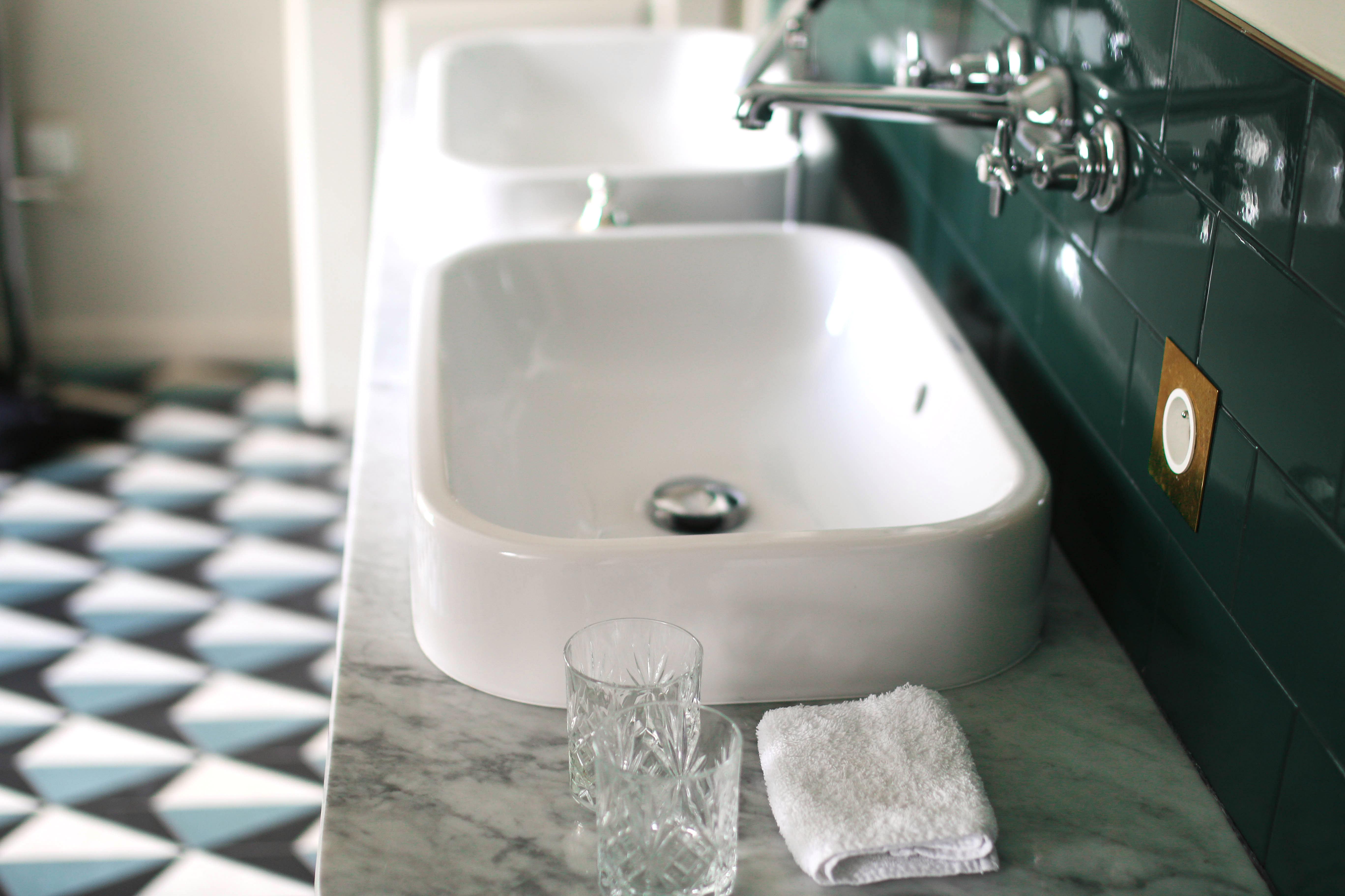 grand pigalle hotel paris review blog bathroom marble