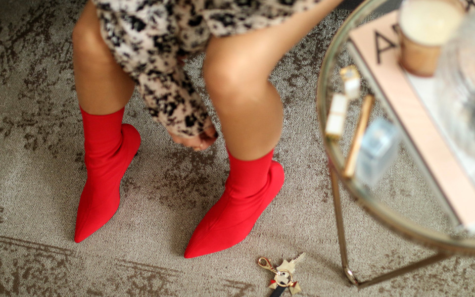 http://www.fashiontwinstinct.com/wp-content/uploads/2017/09/sock-boots-stretch-boots-sock-pumps-trend-shoes-2017-streetstyle-trend-fashion-trend-autumn-winter-2017-960x600_c.jpg