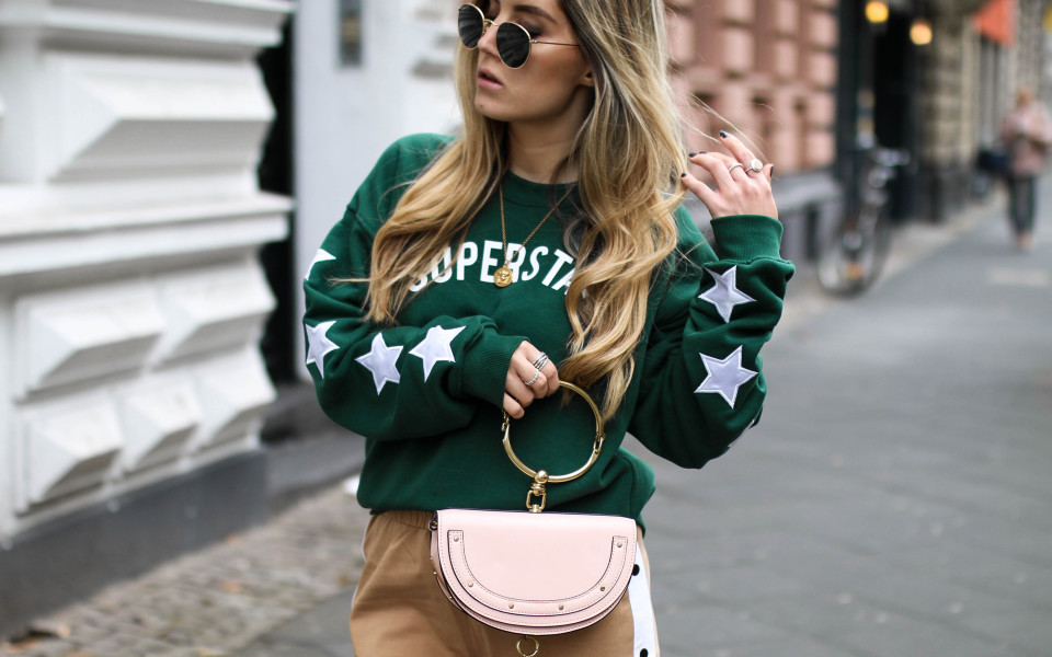 http://www.fashiontwinstinct.com/wp-content/uploads/2017/10/colourful-rebel-sweater-discount-code-blogger-streetstyle-chloegirls-960x600_c.jpg