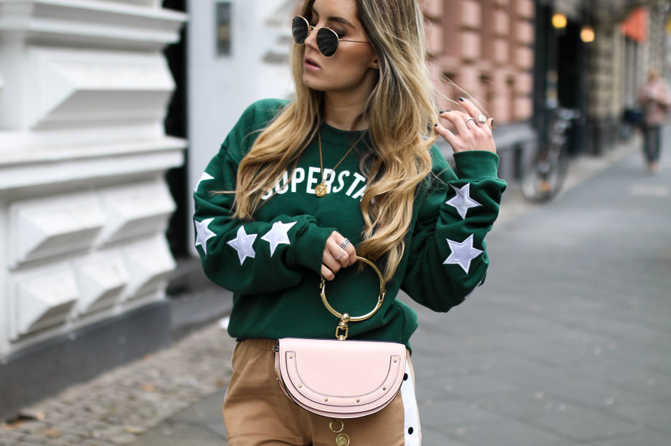 http://www.fashiontwinstinct.com/wp-content/uploads/2017/10/colourful-rebel-sweater-discount-code-blogger-streetstyle-chloegirls-960x639_c.jpg