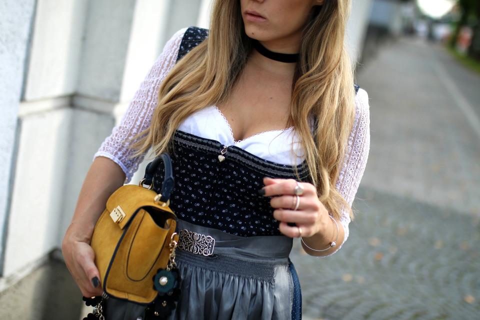 http://www.fashiontwinstinct.com/wp-content/uploads/2017/10/wiesn-munich-dirndl-looks-2017-trachten-dirndl-trend-2017-oktoberfest-münchen-fashion-blog-960x640_c.jpg