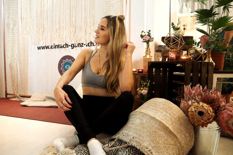 http://www.fashiontwinstinct.com/wp-content/uploads/2017/11/aldi-süd-yoga-relax-kollektion-blogger-event-düsseldorf-ursula-karven-1-960x639_c.jpg