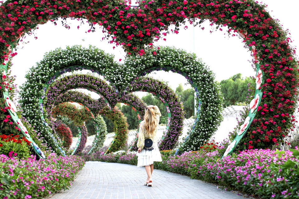 https://www.fashiontwinstinct.com/wp-content/uploads/2017/05/miracle-garden-dubai-flower-obsession-flower-trend-fashion-blog-ootd-960x640_c.jpg