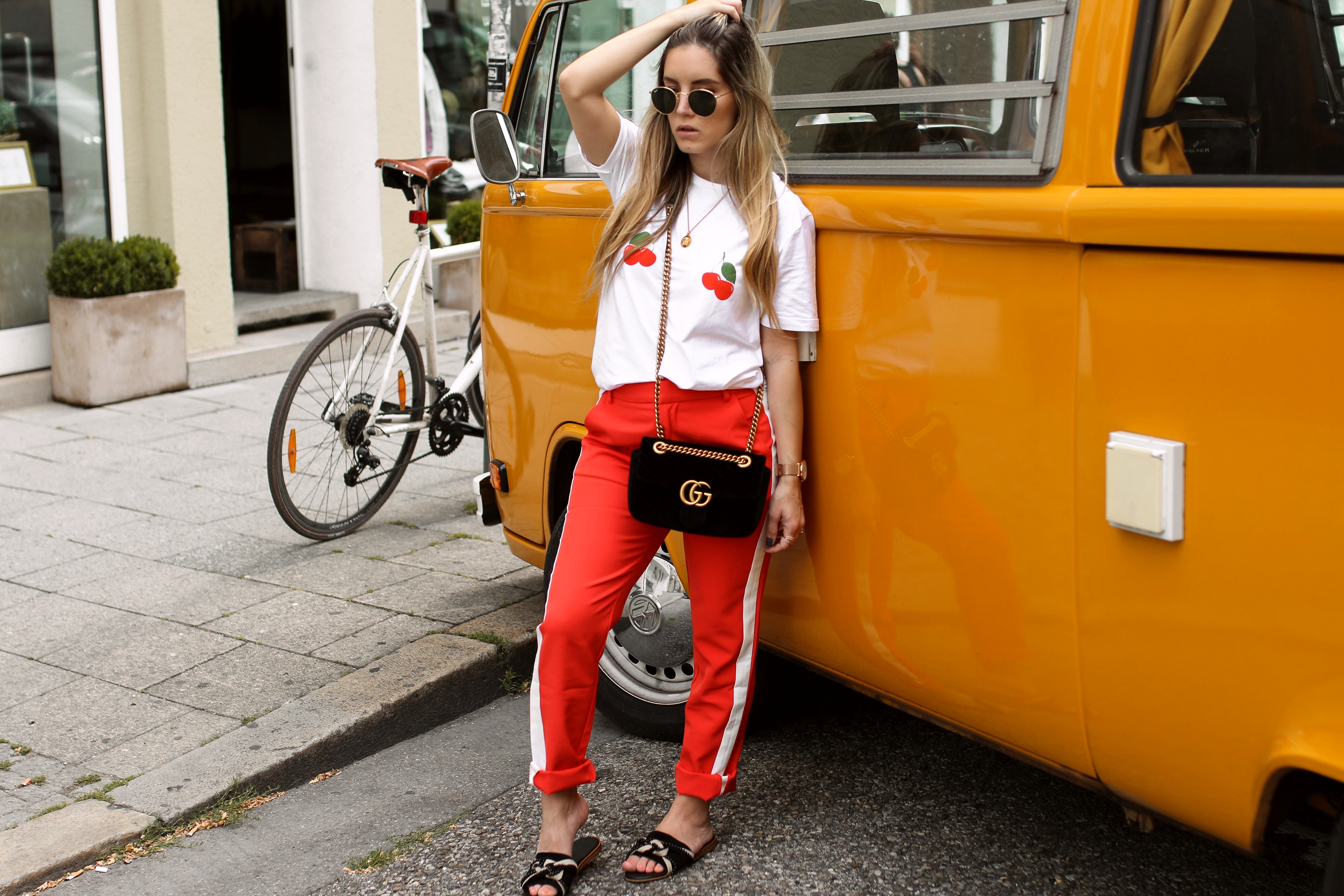 cherry shirt loavies fashionblogger_de streetstyle gucci bag marmont vw bully retro