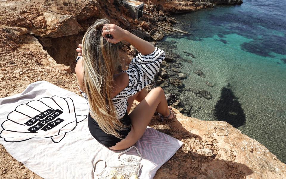 https://www.fashiontwinstinct.com/wp-content/uploads/2017/07/ibiza-2017-ibiza-travel-diary-travelblog-ibiza-most-beautiful-bays-ibiza-schönste-buchten-ibiza-tipps-1-960x600_c.jpg