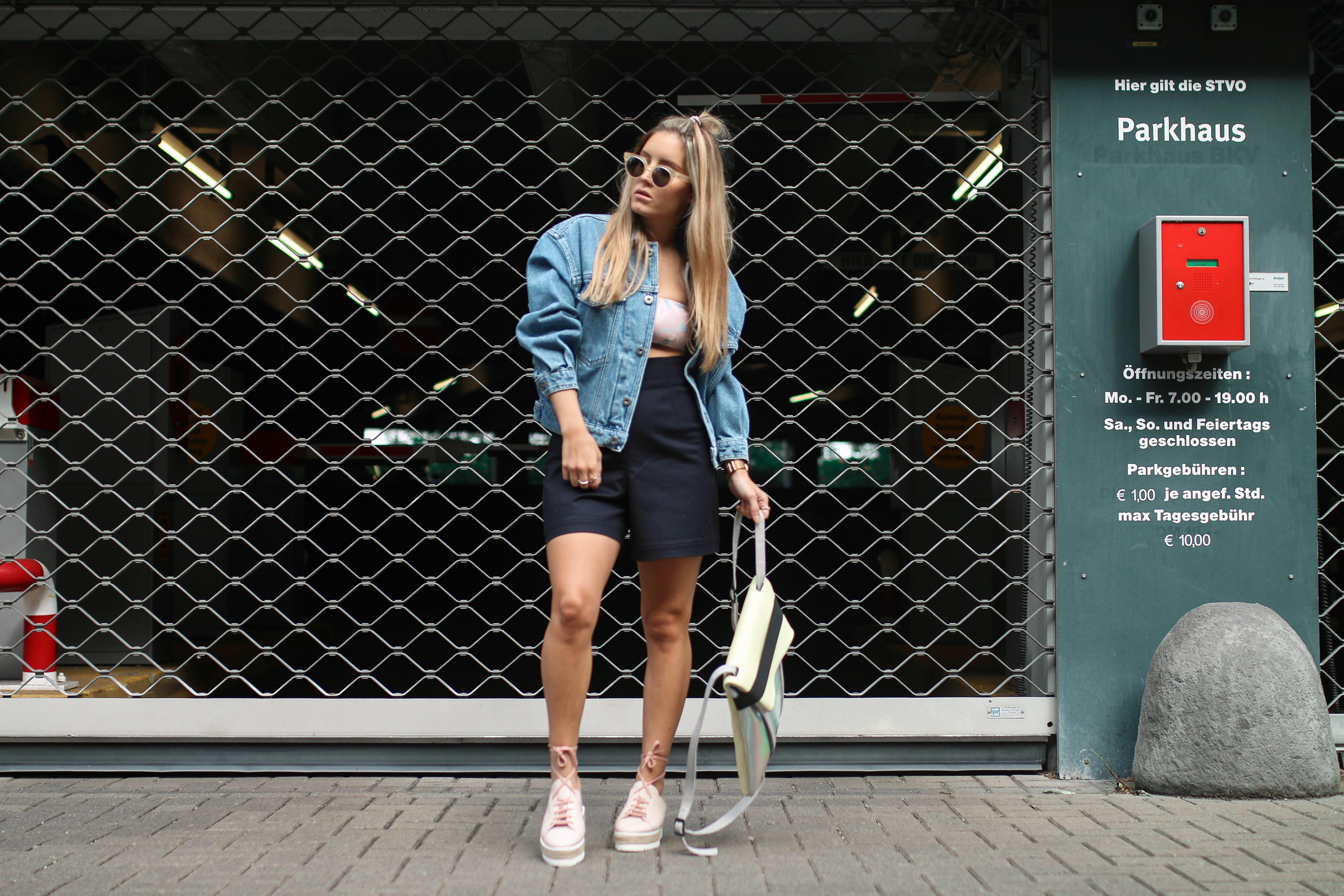 minty square denim streetstyle oversized denim jacket with print platform sneakers fashion blog köln