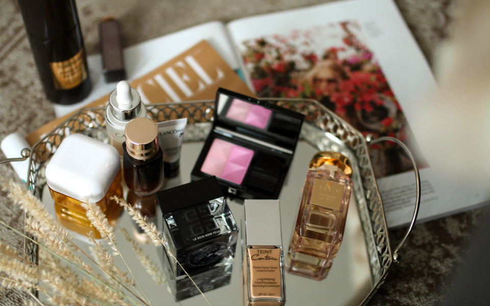https://www.fashiontwinstinct.com/wp-content/uploads/2017/07/monthly-favorites-june-2017-beauty-blog-givenchy-beauty-le-soin-noir-yeux-review-teint-couture-aerin-tuberose-le-jour-960x600_c.jpg