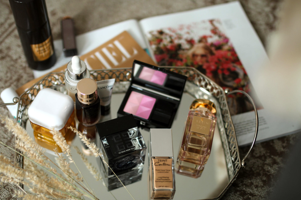https://www.fashiontwinstinct.com/wp-content/uploads/2017/07/monthly-favorites-june-2017-beauty-blog-givenchy-beauty-le-soin-noir-yeux-review-teint-couture-aerin-tuberose-le-jour-960x640_c.jpg
