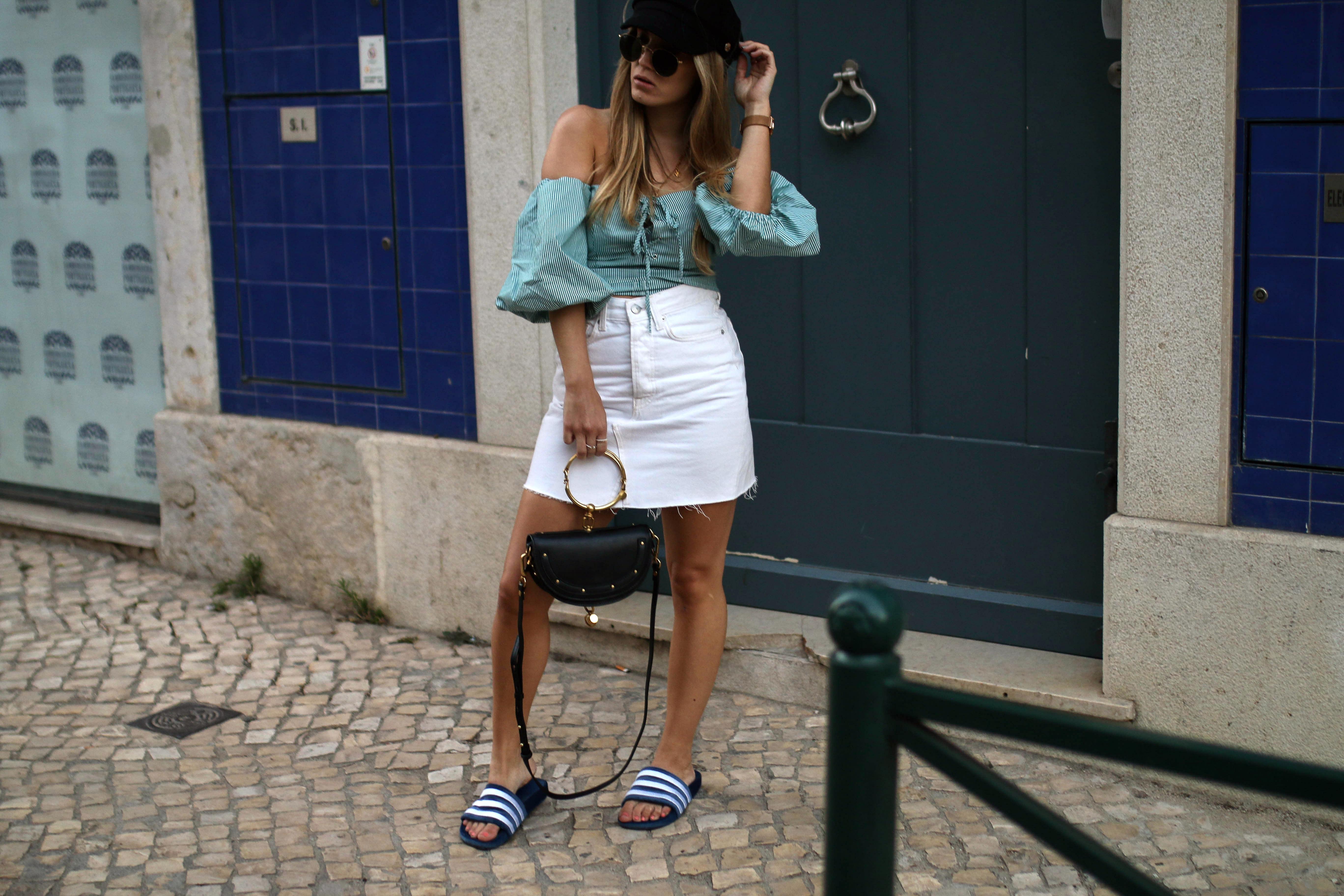 baker boy hat 2017 trend streetstyle fashion blog off shoulder blouse velvet adiletten