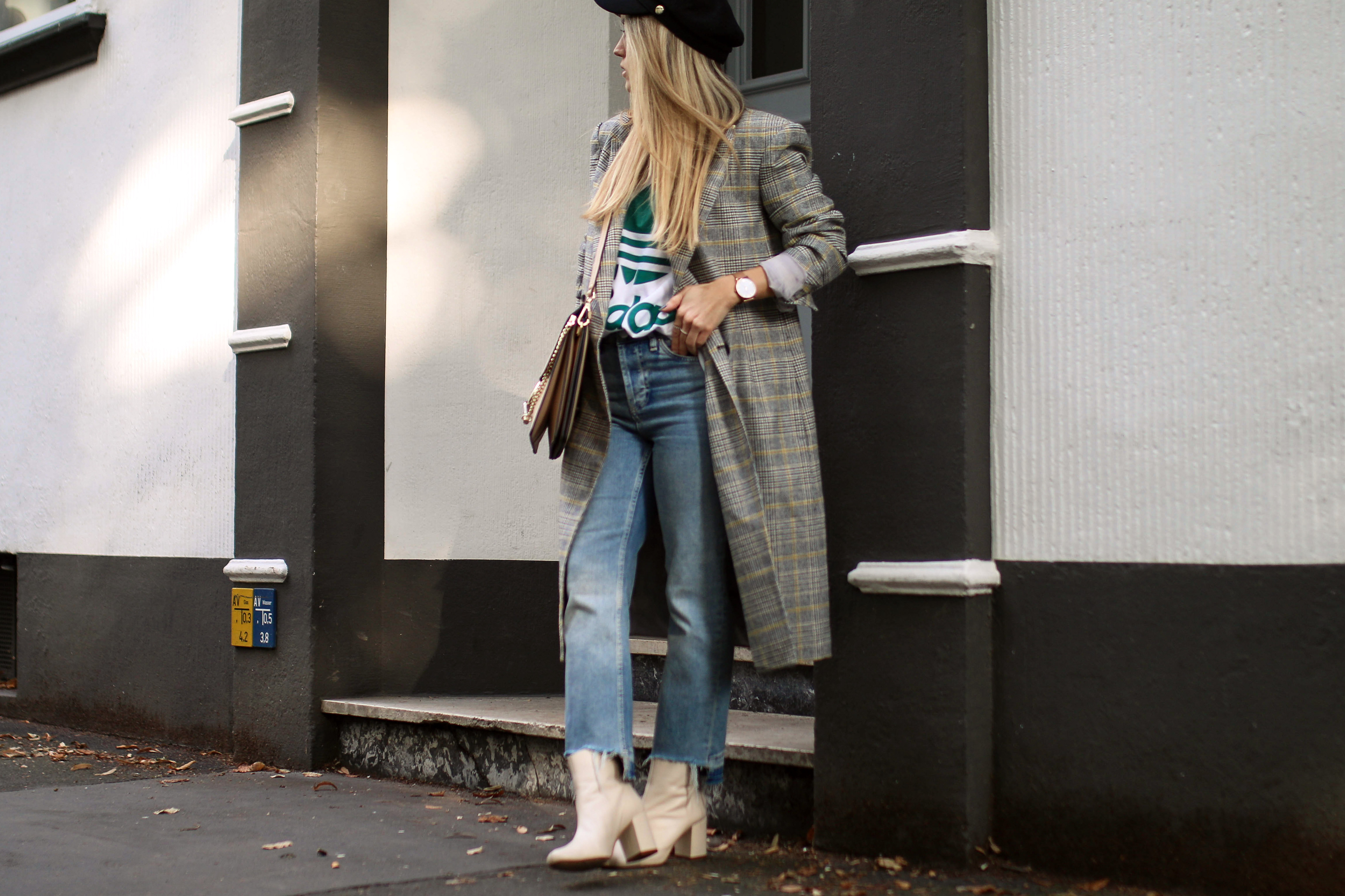 baker boy hat checked coat fall uniform fashion blog streetstyle chloegirls